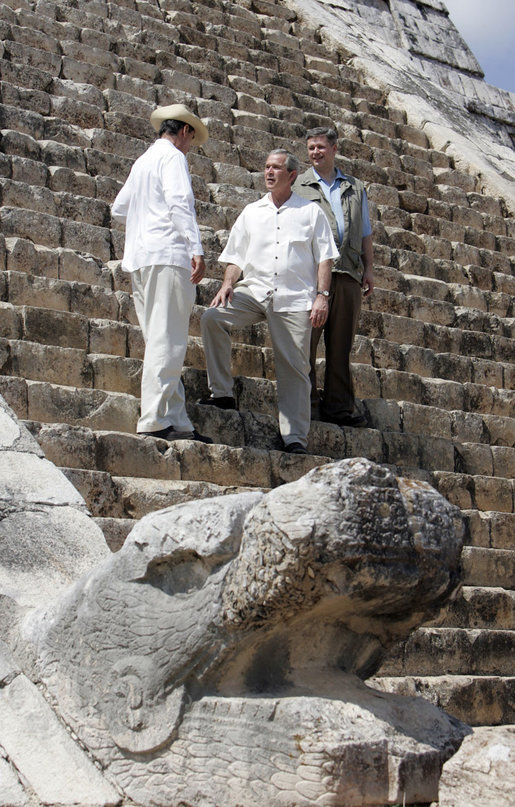 Climbing down already? Harper with former Mexican President Fox and still U.S. President Bush